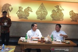 Ini dia yang ditunggu rakyat...Jokowi-Prabowo makan sate bersama  di Senayan