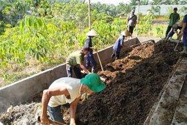 Siswa SMK belajar membuat kompos di kebun percobaan BPTP