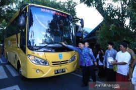 Bupati HSS resmikan bus sekolah gratis jurusan Bangkau-Kandangan