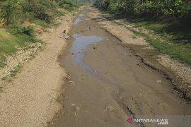Sungai Cipanas mengering