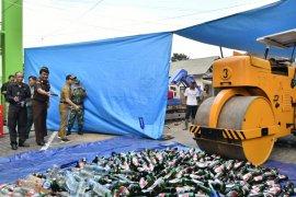 Kejaksaan Trenggalek musnahkan ribuan botol minuman keras dan narkoba