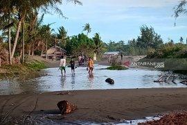 Banjir rob terjang empat desa di Kabupaten Aceh Barat