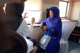 PT KAI membantu pengobatan warga melalui kereta kesehatan