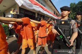 Polisi ungkap pabrik ekstasi rumahan, sehari cetak 500 butir
