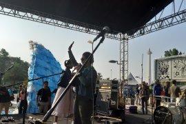 """Menteri Susi ancam """"tenggelamkan"""" pembuang sampah plastik ke laut"""