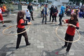Belasan Permainan tradisional digelar di Festival Permainan anak Page 3 Small