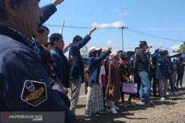 Sidang gugatan PLTU batu bara Teluk Sepang diwarnai unjukrasa