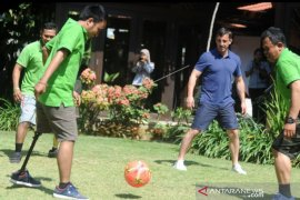 Mantan bintang MU Gary Neville datangi Bali