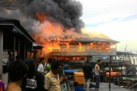 Belasan rumah nelayan Nipah Panjang Jambi terbakar