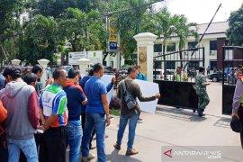 Buruh dan GMPB geruduk Kantor PN Cibinong tolak putusan MA