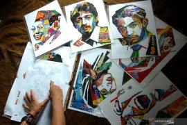 Sampah plastik dalam karya lukisan oleh mahasiswa UNP Sumbar