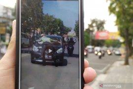 Kasatlantas benarkan video viral mobil tabrak polisi, berikut kronologinya