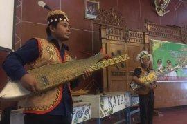 Kutim gelar seminar pelestarian budaya alat musik Sapeq