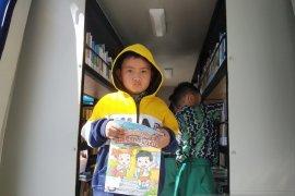Tumbuhkan minat baca melalui perpustakaan keliling