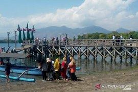 Teluk Gilimanuk dipenuhi wisatawan libur Galungan dan pengantar haji