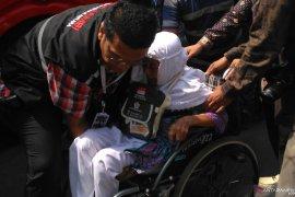 Calhaj Jambi yang sempat tertunda diberangkatkan bersama calhaj kloter 22