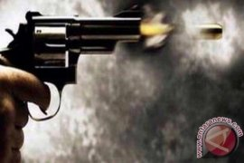 Anggota polisi dan istrinya ditemukan tewas dengan bekas tembakan di tubuhnya