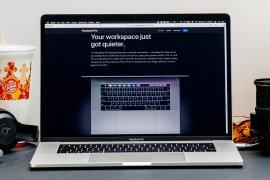 Apple sarankan lepas penutup kamera sebelum menutup laptop