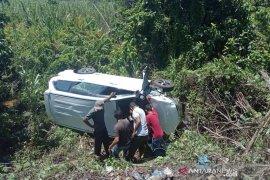 Antar anak ke sekolah, mobil anggota DPRD masuk jurang