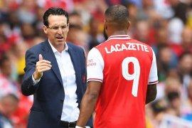 Lacazette cedera kontra Lyon, Emery pastikan siap untuk laga pembuka Premier League