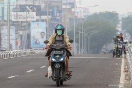 Jarak pandang di Pekanbaru hanya tiga kilometer akibat kabut asap