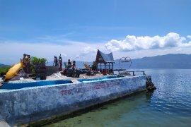 Pantai Aloera Samosir taman wisata legenda Danau Toba