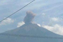 Erupsi, Gunung Kerinci semburkan abu hingga 800 meter