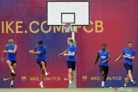 Barcelona pastikan De Jong bisa kembali dari Belanda jelang berlatih