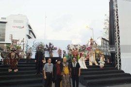 Anne Avantie penuhi undangan almarhum Dynand Fariz untuk hadir di Jember Fashion Carnaval