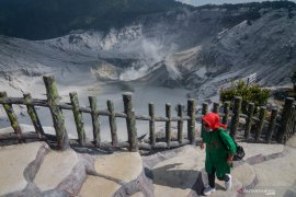 Taman wisata alam Tangkuban Parahu kembali dibuka untuk wisatawan
