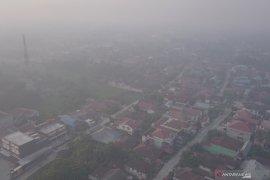 Asap kebakaran hutan dan lahan selimuti tiga daerah di Riau