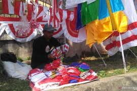 Pedagang bendera asal Garut Jabar jemput peluang jelang HUT Kemerdekaan