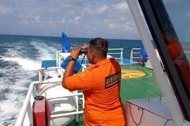 Kapal nelayan dengan 37 penumpang terbakar di perairan Matasiri
