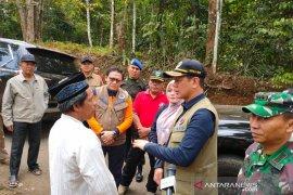 Kapolres Pandeglang  turun langsung serahkan bantuan korban gempa.