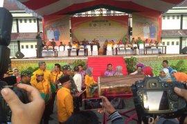 Tim PKK Kabupaten Sanggau berangkat ke Sambas