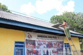 Tim Pengmas FIK UI sediakan panel surya di Wakatobi