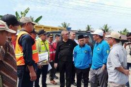 Gubernur Sutarmidji tinjau lokasi pembangunan jembatan Sungai Sambas Besar