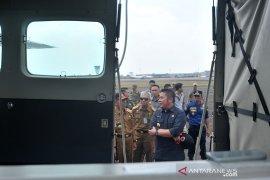 Gubernur mengecek perlengkapan udara untuk patroli kebakaran lahan Page 2 Small