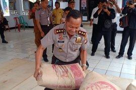 Polda Banten salurkan bantuan sembako dan semen untuk korban gempa