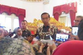 Jokowi: masyarakat Indonesia sangat kehilangan KH Maimun Zubair