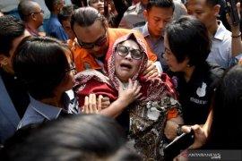 Nunung dan suaminya jalani sidang perdana di pengadilan hari ini