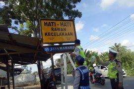 Jasa Raharja bersihkan rambu lalu lintas di Aceh