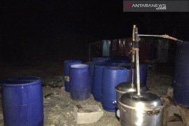 Polisi gerebek rumah produksi minuman keras cap tikus ilegal di Manokwari