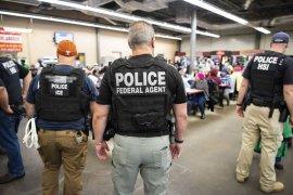 Hampir 1.000 pegawai pusat penahanan imigrasi AS positif COVID-19