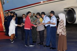 Presiden Jokowi dan Ibu Negara tiba di Indonesia