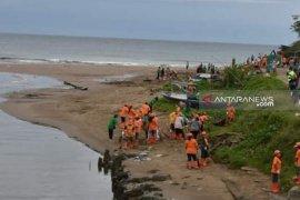 Dinas Lingkungan Hidup Kota Gunung Sitoli gelar aksi bersih pantai