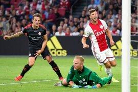 Ajax gasak Emmen dengan skor telak 5-0, Liga Belanda