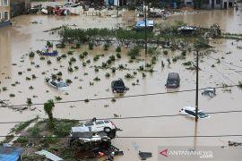 China dilanda banjir dan longsor, 20 orang tewas, kerugian Rp8 triliun