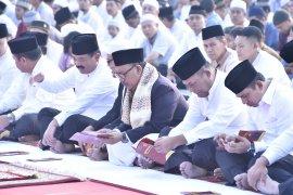 Bersama ribuan prajurit Panglima TNI Shalat Idul Adha