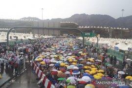 Hujan deras mengguyur Mina, tenda jamaah Indonesia aman